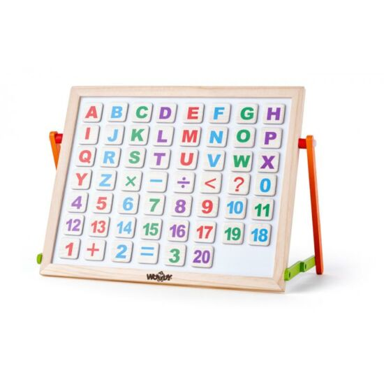 Mágneses tábla fa betűkkel és számokkal